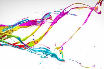 Bunte Farbe spritzt durchs Bild