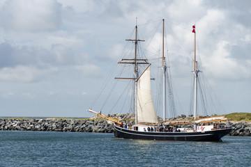 Segelschiff im Hafen von Hvide Sande / Dänemark