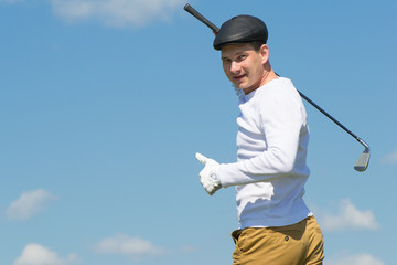 golfer showing thumbs up against the sky