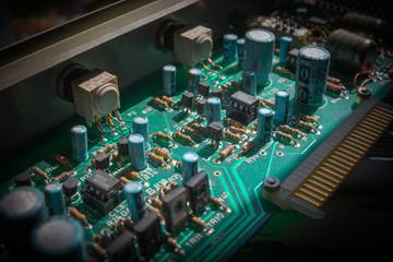 foco selectivo de final encima de ordenador tarjeta de circuitos impresos electrónica