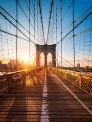 Brooklyn Bridge in New York im Sonnenlicht