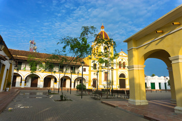Fototapete - Plaza and Church in Mompox