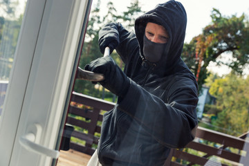 house robbery - burglar opens balcony doors with crowbar