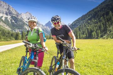 Portrait Mountainbiker in den Alpen