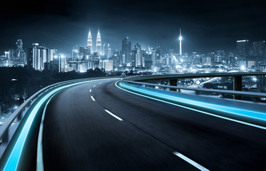 Spoed Foto op Canvas Nacht snelweg Highway overpass motion blur with city background . night scene .