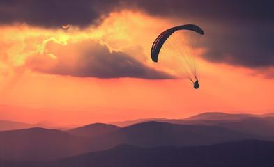 Foto auf AluDibond Luftsport Over Crimea hills