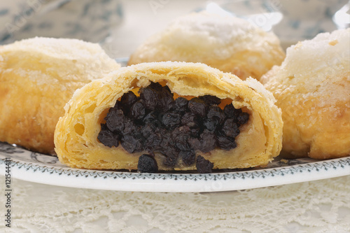 "Eccles cakes a traditional raisin filled English pastry"" 스톡 ..."