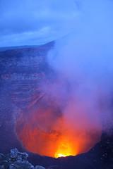Poster Volcano Nouveau lac de lave dans le cratère Santiago, volcan Masaya (Nicaragua)