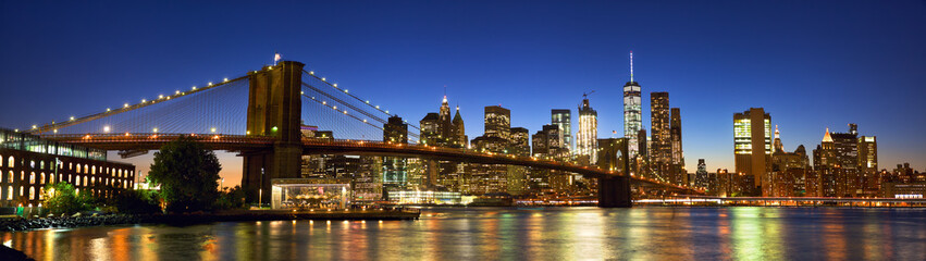 Brooklyn Bridge panorama with Manhattan skyline at dusk, New York