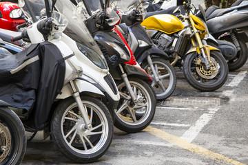 motorini parcheggiati