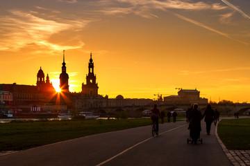 Dresden zum Sonnenuntergang Elbradweg