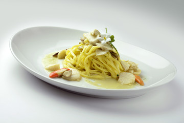 Tagliolini with scallops and mushrooms