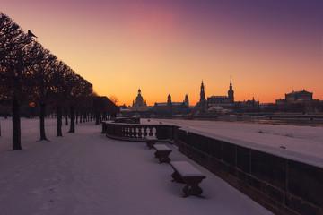 Dresden zum Sonnenaufgang im Winter