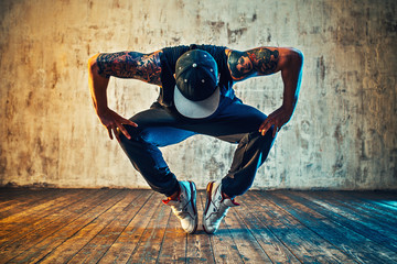 Foto op Canvas Dance School Young man break dancing