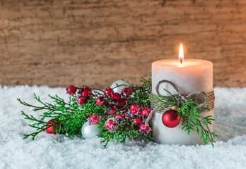Advent Grußkarte Weihnachten Dekoration mit Schnee und Kerze