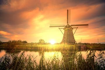 Obraz Beautiful sunset over Kinderdijk windmill, Unesco world heritage monument, Alblasserdam, Netherlands - fototapety do salonu