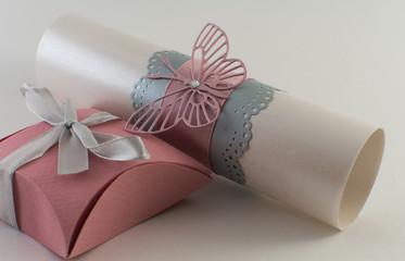 Приглашение на свадьбу и коробочка с сюрпризом.