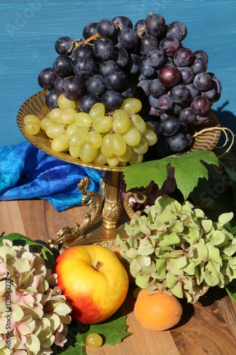 Herbstliche Dekoration Mit Obst Stock Photo And Royalty Free Images