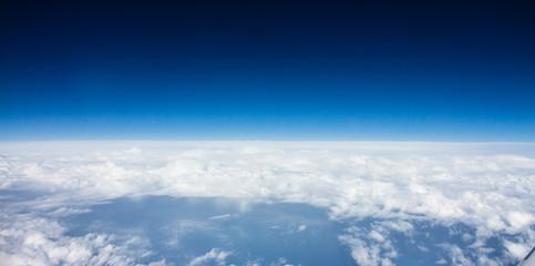 Luftaufnahme von weißen Wolken und blauem Himmel Wall mural