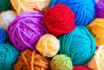 Many colorful wool clews