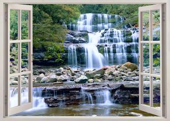 Otwórz okno z widokiem na wodospad
