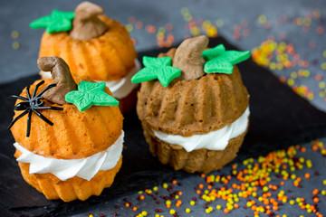 Halloween pumpkin recipe - funny cupcakes shaped pumpkin