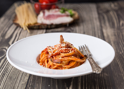 Bucatini all'amatriciana on woden table