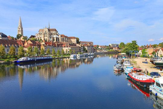 Auxerre, bords de l'Yonne, abbaye Saint-germain,   Bourgogne-Franche-Comté,