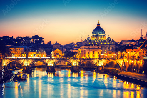 Wall mural Night view of St. Peter's cathedral and Tiber river in Rome, Italy