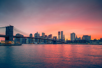 Fototapete - Brooklyn bridge and Manhattan at sunset, New York City