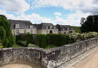Entrée et accueil: château de Valmer.
