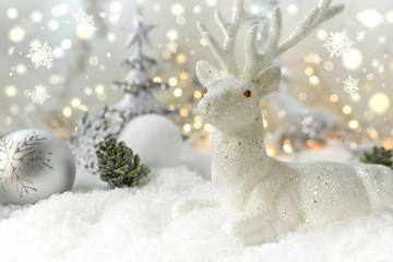 Weißer Hirsch im Schnee  -  Weihnachtselch