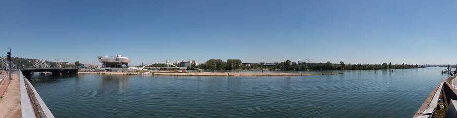 Panorama de la pointe de la Confluence du Rhône et de la Saône à Lyon