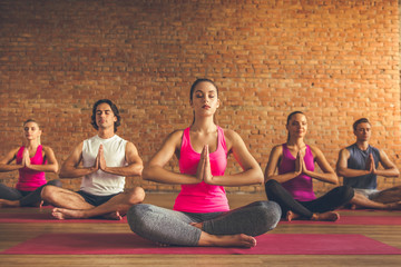 People doing yoga Fototapete
