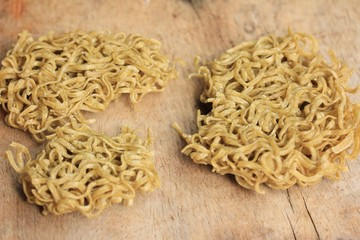 Dried instant noodles