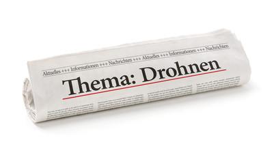 Zeitungsrolle mit der Überschrift Drohnen