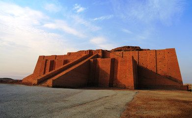 Fotobehang Monument Restored ziggurat in ancient Ur, sumerian temple, Iraq