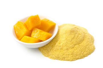 Mango-Fruchtpulver und frische Mango