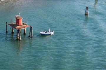 Fischer in Venedig im Boot