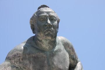 相撲力士の像