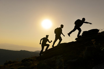 Wall Mural - başarılı ekip ruhu & azimli dağcılar