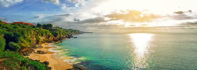 Photo sur Aluminium Bali Panoramic seaview with picturesque beach at sunset. Tegalwangi beach, Bali, Indonesia