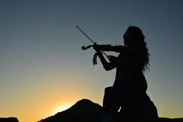 gün batımında keman sesi