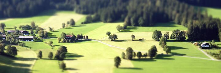 Deurstickers Zwavel geel Panorama einer Landschaft mit Tilt Shift Effekt