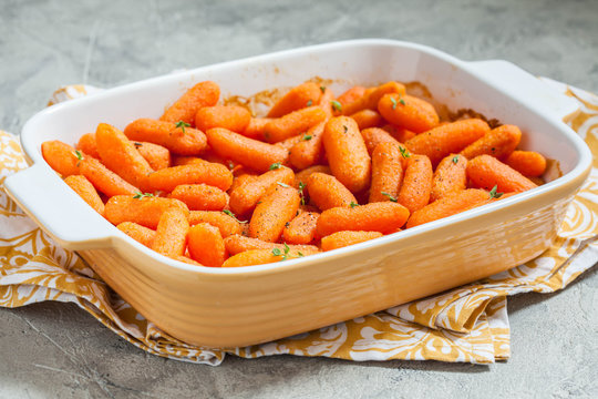 Honey Glazed Baby Carrots With Thyme