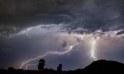 massiver Blitzeinschlag bei Gewitter