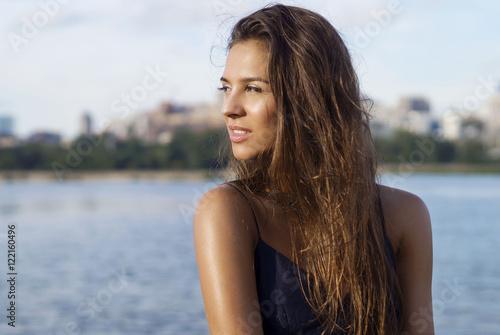 девушка загорелая фото