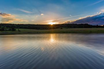 Sonnenuntergang an der Mandelholz-Talsperre im Harz