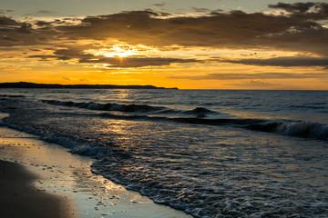 Zachód słońca nad Morzem Bałtyckim w Świnoujściu