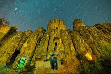 tarihi kalıntılar ve gökyüzü yıldızları